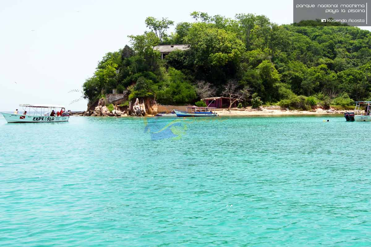Playa la piscina eje tur stico mochima estado sucre for Piscina villares de la reina